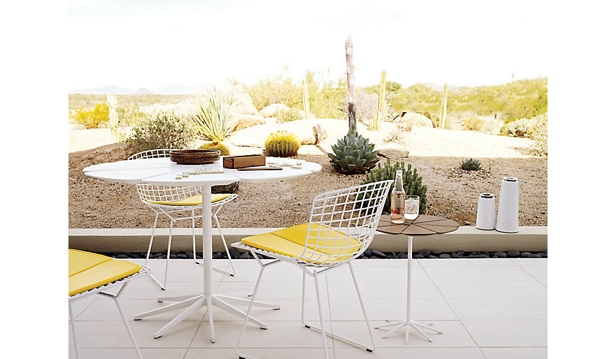 Up The Natural Colors Of Your Backyard With Accent Chairs And Tables